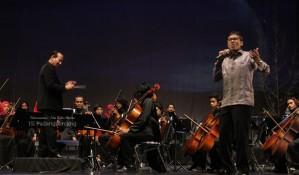 Gubernur Bernyanyi saat acara Pisah Sambut Rektor ISI padangpanjang | Foto : Ade Ridho Morisa