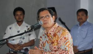 Prof Novesar Jamarun saat memberikan kata sambutan pada acara serah terima jabatan rektor ISI Padangpanjang (20/10) - Dok. Ezu Oktavianus