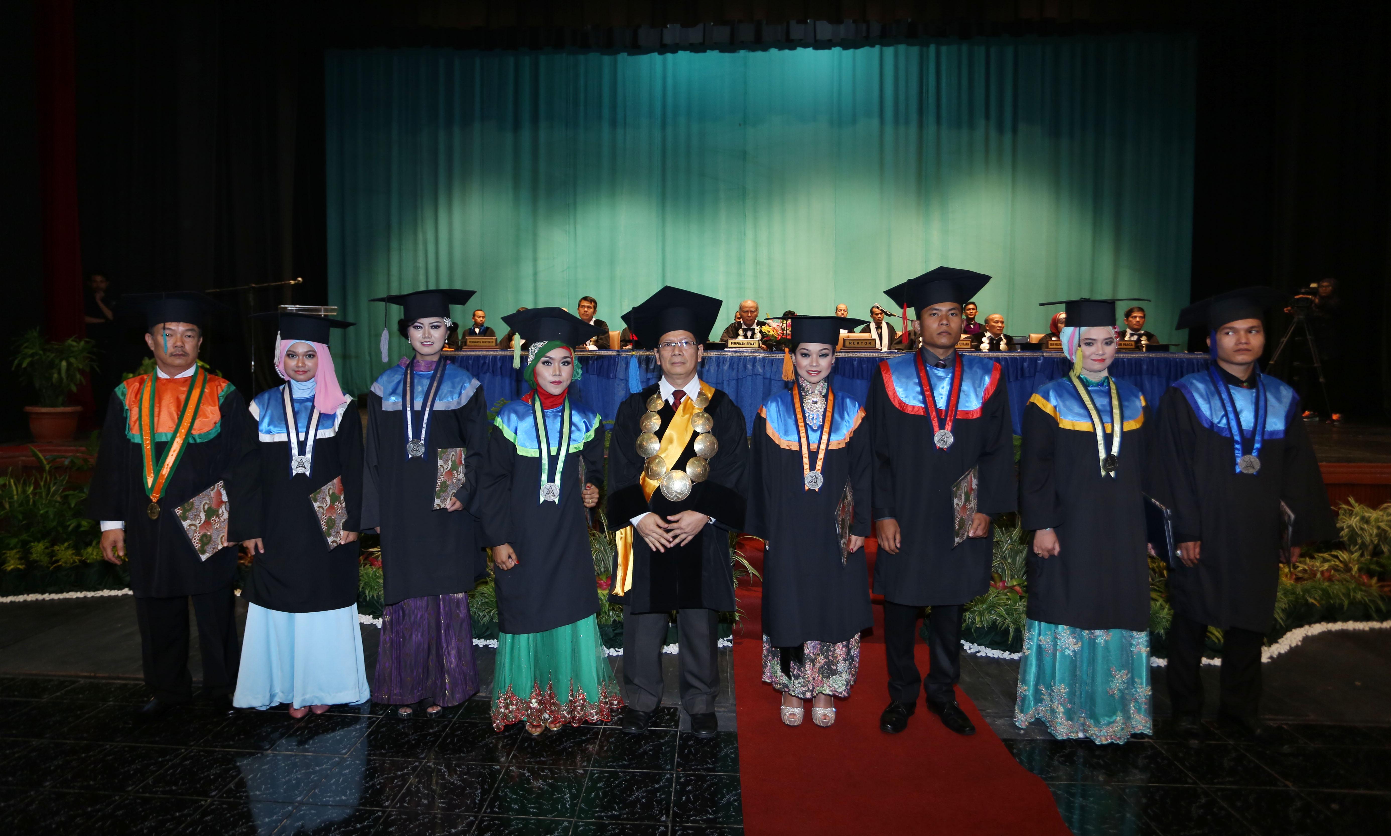 Rektor-Bersama-Mahasiswa-dengan-Nilai-Tertinggi-Setiap-Jurusan