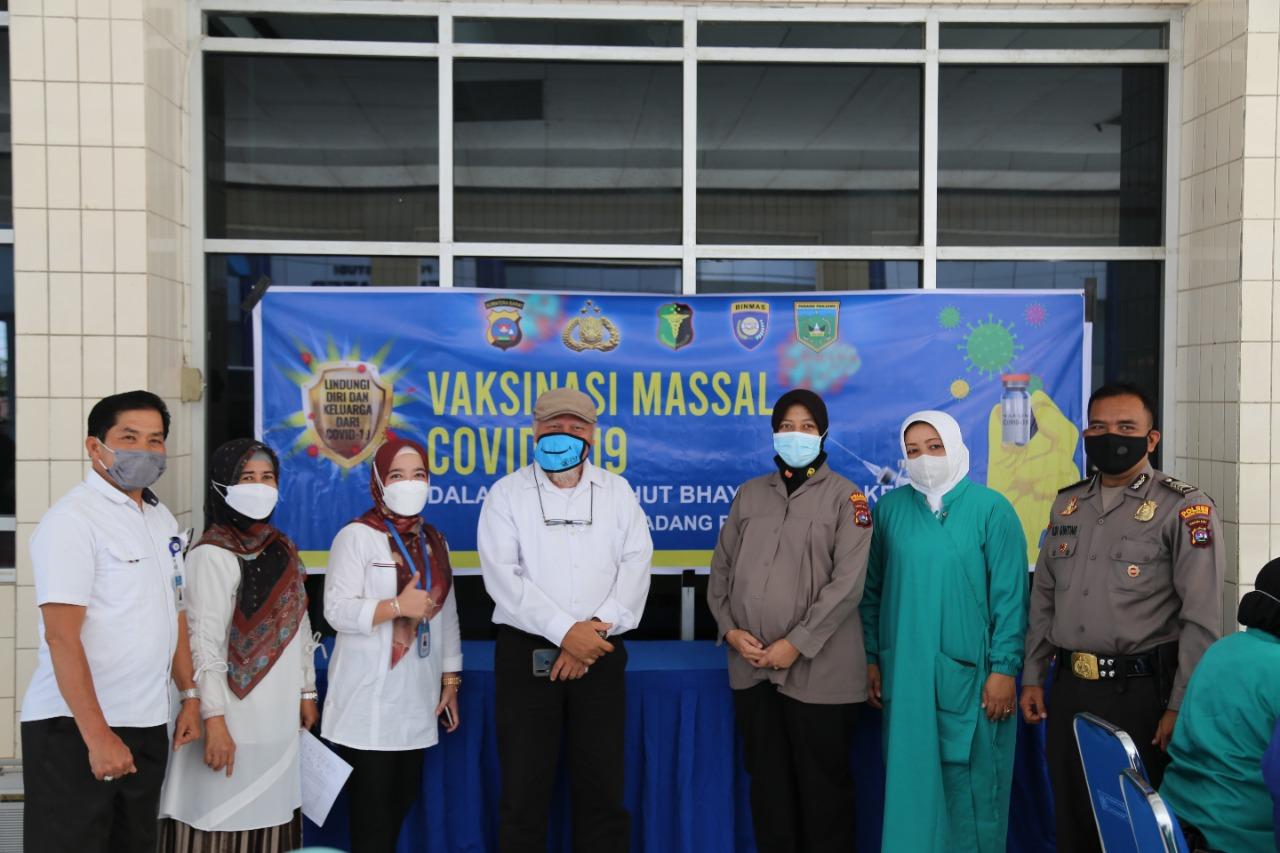 Vaksinasi Covid 19 masal bagi calon mahasiswa KKN tahun 2021 di ISI Padangpanjang