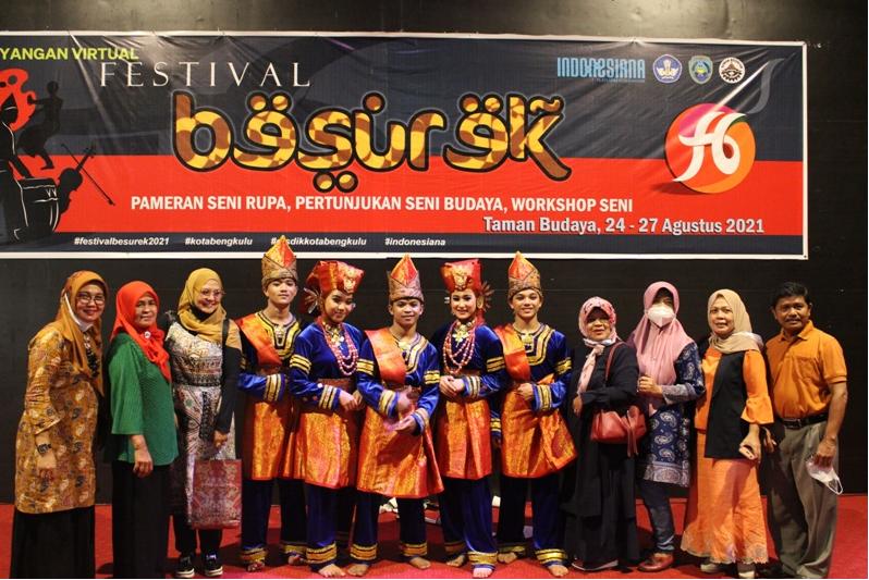 Pentas Seni Fakultas Seni Pertunjukan ISI Padang Panjang Meriahkan Festival Besurek Bengkulu